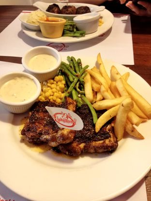 Foto review Holycow! STEAKHOUSE by Chef Afit oleh L  5