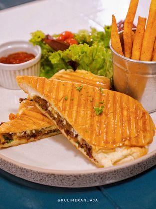 Foto 1 - Makanan(Panini Ribs & Onion) di Byron Selective oleh @kulineran_aja