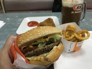 Foto 1 - Makanan(Mozza Burger) di A&W oleh Kevin Suryadi