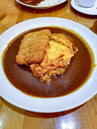 Foto 1 - Makanan(Chicken Cutlet Omelette Curry) di Coco Ichibanya oleh Adhy Musaad