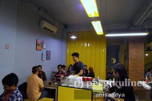 Foto 7 - Interior di Yellow Truck Coffee oleh Anisa Adya