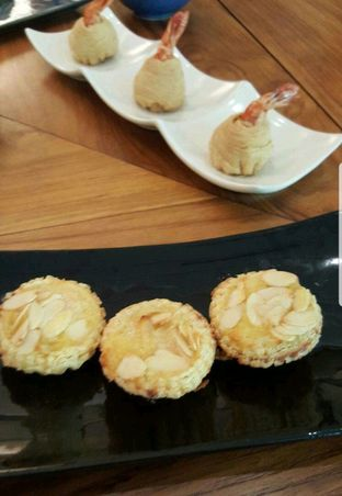Foto 7 - Makanan di Jia Dining - Hotel Shangri-La oleh heiyika