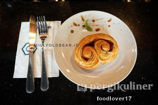 Foto 6 - Makanan(Cinnamons Roll) di Dopamine Coffee & Tea oleh Sillyoldbear.id