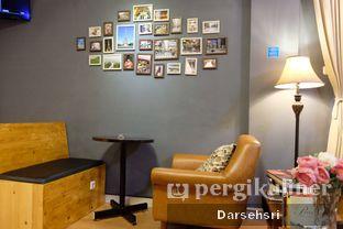 Foto 7 - Interior di Pikot Coffee & Resto oleh Darsehsri Handayani