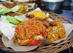 Ayam Geprek, Ayam Penyet dan Ayam Gepuk, Bedanya Apa Ya?