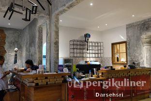 Foto 11 - Interior di Artivator Cafe oleh Darsehsri Handayani