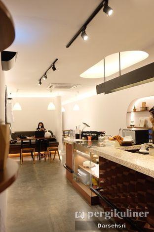 Foto 5 - Interior di Routine Coffee & Eatery oleh Darsehsri Handayani
