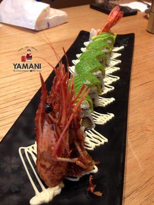 Foto 6 - Makanan(Jumbo Dragon Roll) di Sushi Tei oleh awakmutukangmakan