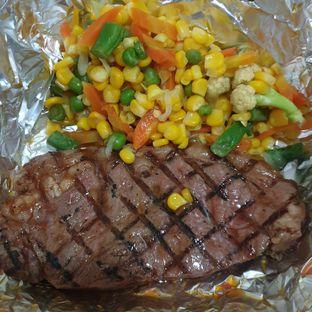 Foto - Makanan(Sirloin steak) di Abuba Steak oleh Yashinta