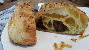 Foto 2 - Makanan(Croissant rendang) di Sukha Delights oleh zelda