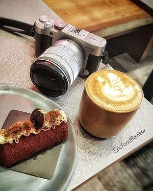 Foto - Makanan(Bata Cake Hot Latte) di MONKS oleh Eric  @ericfoodreview