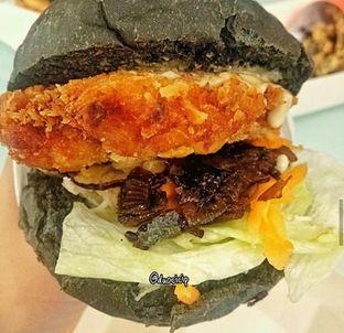 Foto 2 - Makanan(Katsu Burger) di Kojima Burger & Coffee oleh felita [@duocicip]