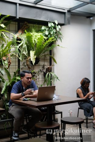 Foto 3 - Interior di SRSLY Coffee oleh EATBITESNAP // Tiffany Putri