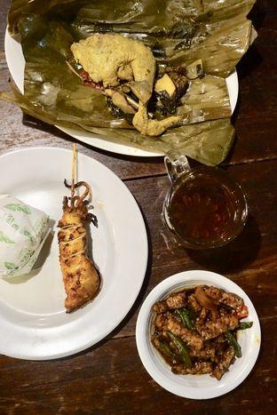 Foto 4 - Makanan di Warung Nasi Ampera oleh Prido ZH