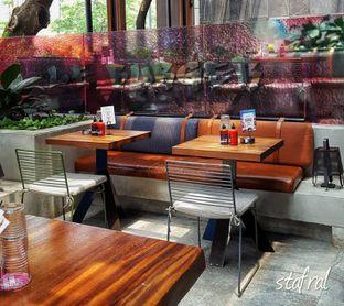 Foto 4 - Interior di Le Burger oleh Stanzazone