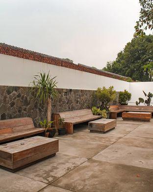 Foto 3 - Interior di Two Hands Full oleh Bandung Bersua