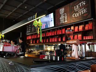 Foto 2 - Interior di Tanamera Coffee Roastery oleh foodzona.id