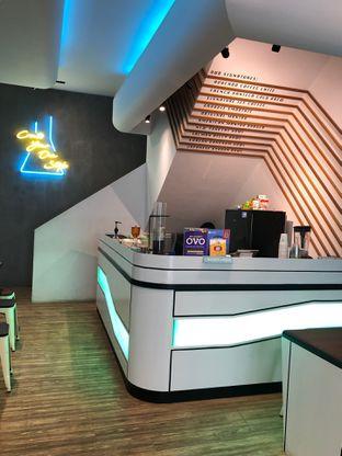 Foto 7 - Interior di Lab Cafe oleh feedthecat