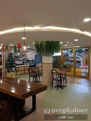 Foto 8 - Interior di Wake Cup Coffee oleh Selfi Tan