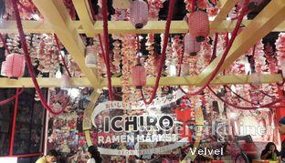 Foto 4 - Interior di Universal Noodle Ichiro Ramen Market oleh Velvel