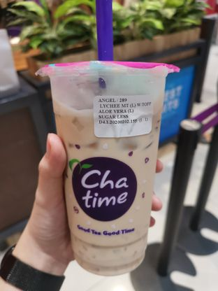 Foto - Makanan(Lychee Milk Tea) di Chatime oleh Angela Debrina