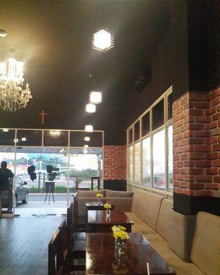 Foto 2 - Interior(Lantai 1) di Meet Me Cafe oleh Claudia @claudisfoodjournal