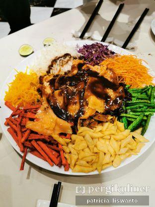 Foto 1 - Makanan(Yee Shang Salmon) di Eastern Opulence oleh Patsyy