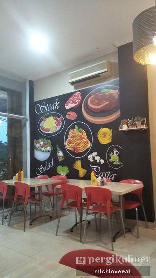 Foto 6 - Interior di Frankfurter Hotdog and Steak oleh Mich Love Eat
