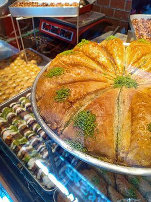 Foto 1 - Makanan di Mardin Baklava Patisserie oleh IG: biteorbye (Nisa & Nadya)