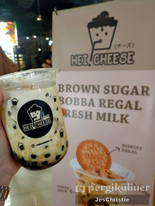 Foto 1 - Makanan(Brown Sugar Boba Regal Fresh Milk) di Hei! Cheese oleh JC Wen