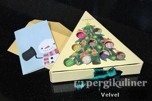 Foto 2 - Makanan(Macarons Christmas edition) di La Maison oleh Velvel