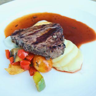 Foto 1 - Makanan di Botany Restaurant - Holiday Inn oleh IG : @hungrydith