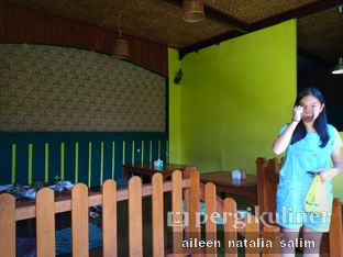 Foto 6 - Interior di Warung Cepot oleh @NonikJajan