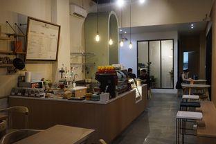 Foto 21 - Interior di Honey Beans Coffee & Roastery oleh yudistira ishak abrar