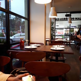 Foto 8 - Interior di Milan Pizzeria Cafe oleh Andin | @meandfood_