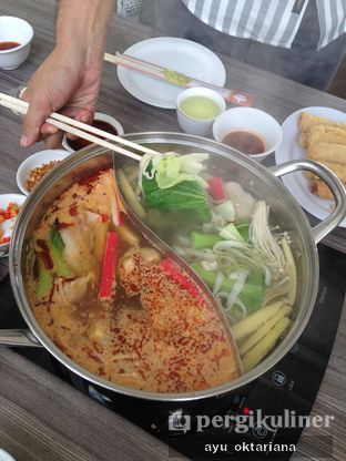 Foto 2 - Makanan di Coca Suki Restaurant oleh a bogus foodie