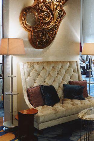 Foto 32 - Interior di The Writers Bar - Raffles Jakarta Hotel oleh Indra Mulia