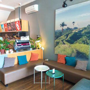 Foto 3 - Interior di Bhumi Coffee oleh duocicip