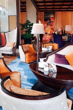 Foto 33 - Interior di The Writers Bar - Raffles Jakarta Hotel oleh Indra Mulia