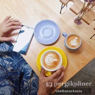 Foto 15 - Makanan(Hot Latte) di Hakuna Matata oleh Shella Anastasia