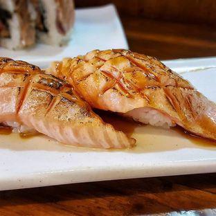 Foto 1 - Makanan(Sake Aburi Salmon Grilled) di Umaku Sushi oleh bulbuleat92
