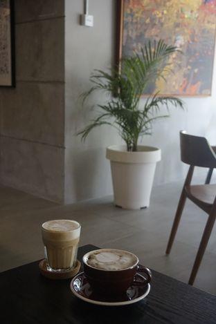 Foto 6 - Interior di Kapyc Coffee & Roastery oleh yudistira ishak abrar