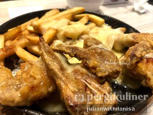 Foto - Makanan(Honey Garlic Chicken Wings with Cheese) di Patbingsoo oleh Julian with danisa