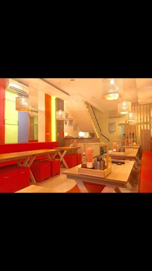 Foto 2 - Interior di Cak Ghofur Seafood oleh Nanakoot