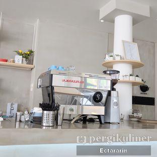 Foto 13 - Interior di Threelogy Coffee oleh Ectararin