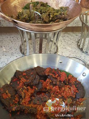 Foto 10 - Makanan di Nasi Kapau Uni Nailah oleh UrsAndNic