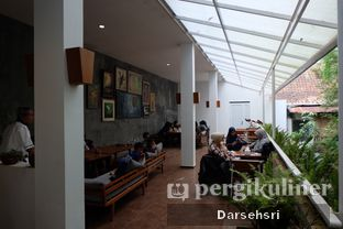 Foto 8 - Interior di Kebon Awi Kaffee oleh Darsehsri Handayani