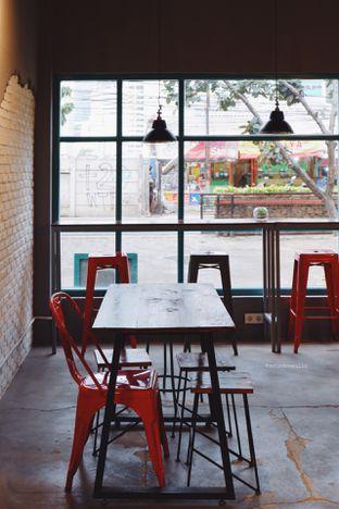 Foto 2 - Interior di Meanwhile Coffee oleh Indra Mulia
