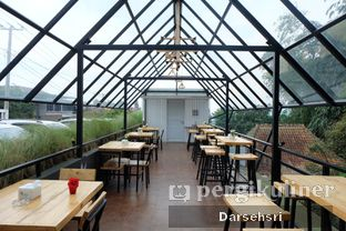 Foto 9 - Interior di Kebon Awi Kaffee oleh Darsehsri Handayani