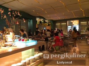 Foto 7 - Interior di The Cafe - Hotel Mulia oleh Ladyonaf @placetogoandeat